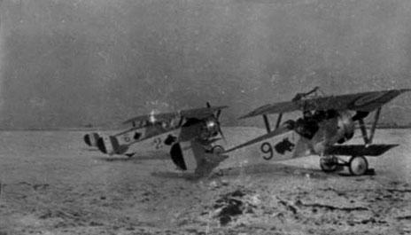 f47c40c3ee21 Nieuport 17 à moteur Clerget alignés sur le terrain de Fretoy (Somme) -  L escadrille N 79 a stationné sur ce terrain du 19 janvier à avril 1917 -  Les avions ...