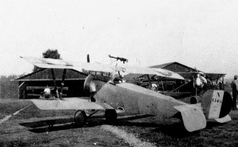 Couleur des Nieuports de la serie 1100/1200 pas camouflée 124LAF_Chapman_Nieuport11
